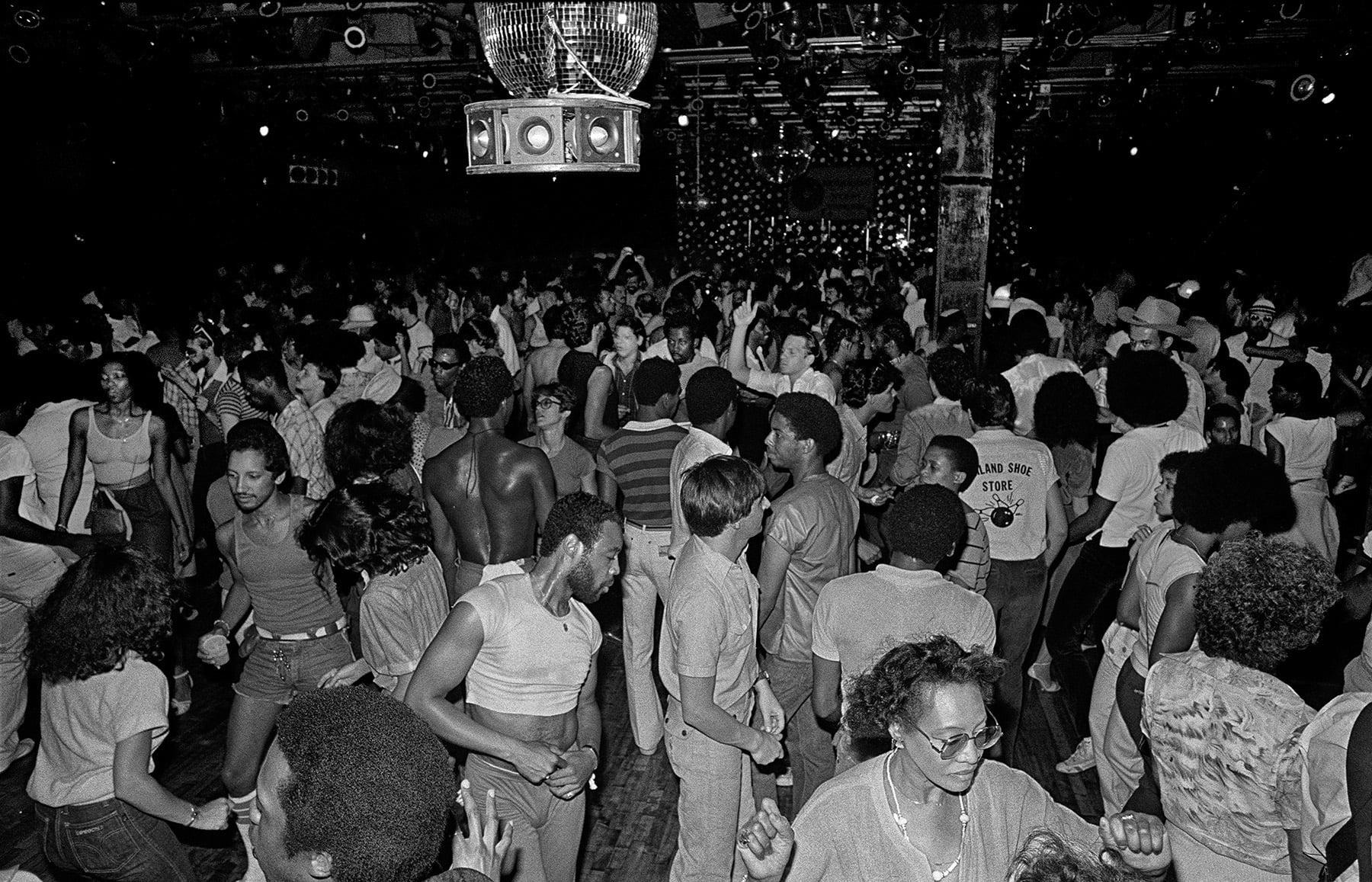 A Studio 54 bemutatja a soha nem látott fényképeket és Pixel Art NFT-ket a híres diszkóklubból
