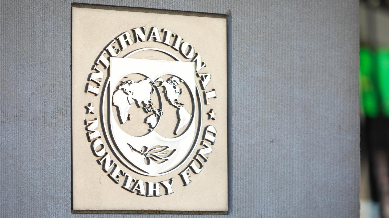 IMFはビットコインのような暗号資産を国の通貨として採用することに対して警告します