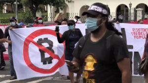 Demonstranter håller Bitcoin-protester utanför El Salvadors parlament 101