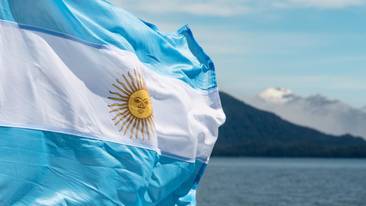 Az argentin törvényhozó előterjesztette a törvényjavaslatot, amely lehetővé teszi a munkavállalók számára, hogy kriptovalutában fizessenek