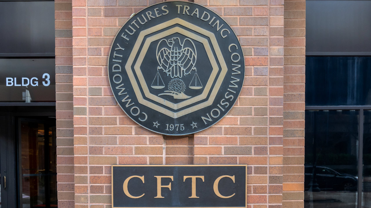 По словам комиссара CFTC, SEC не имеет власти над чистыми товарами, такими как криптоактивы