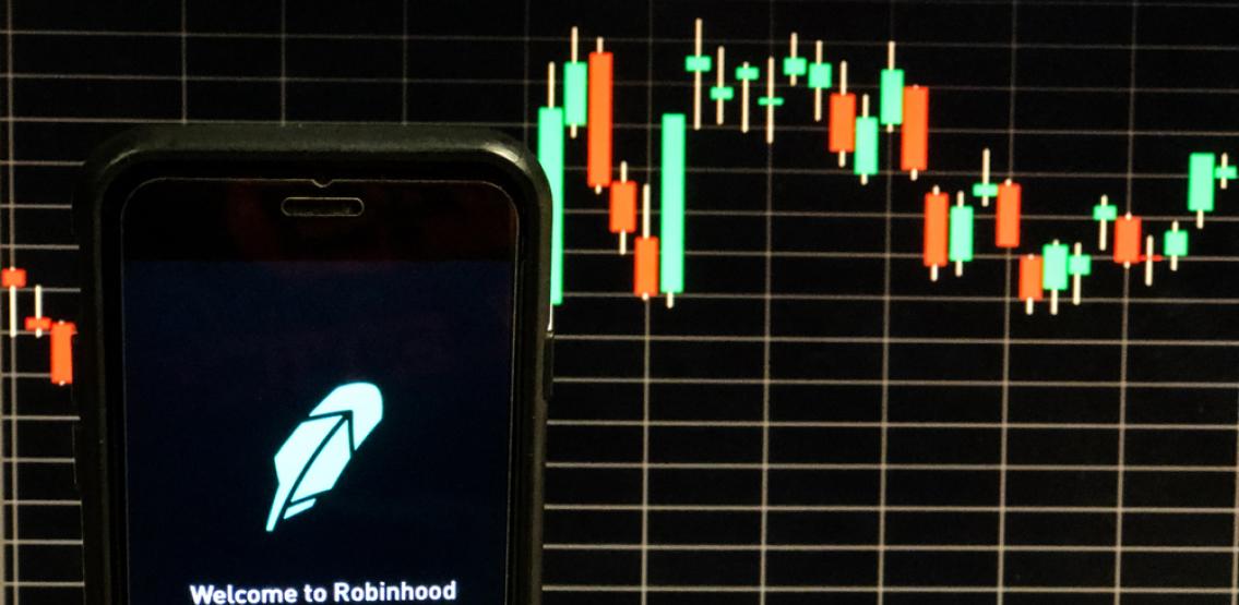 Aplicația de tranzacționare a acțiunilor Robinhood își face debutul pe Nasdaq sub simbolul HOOD, la prețul de 38 de dolari pe acțiune.