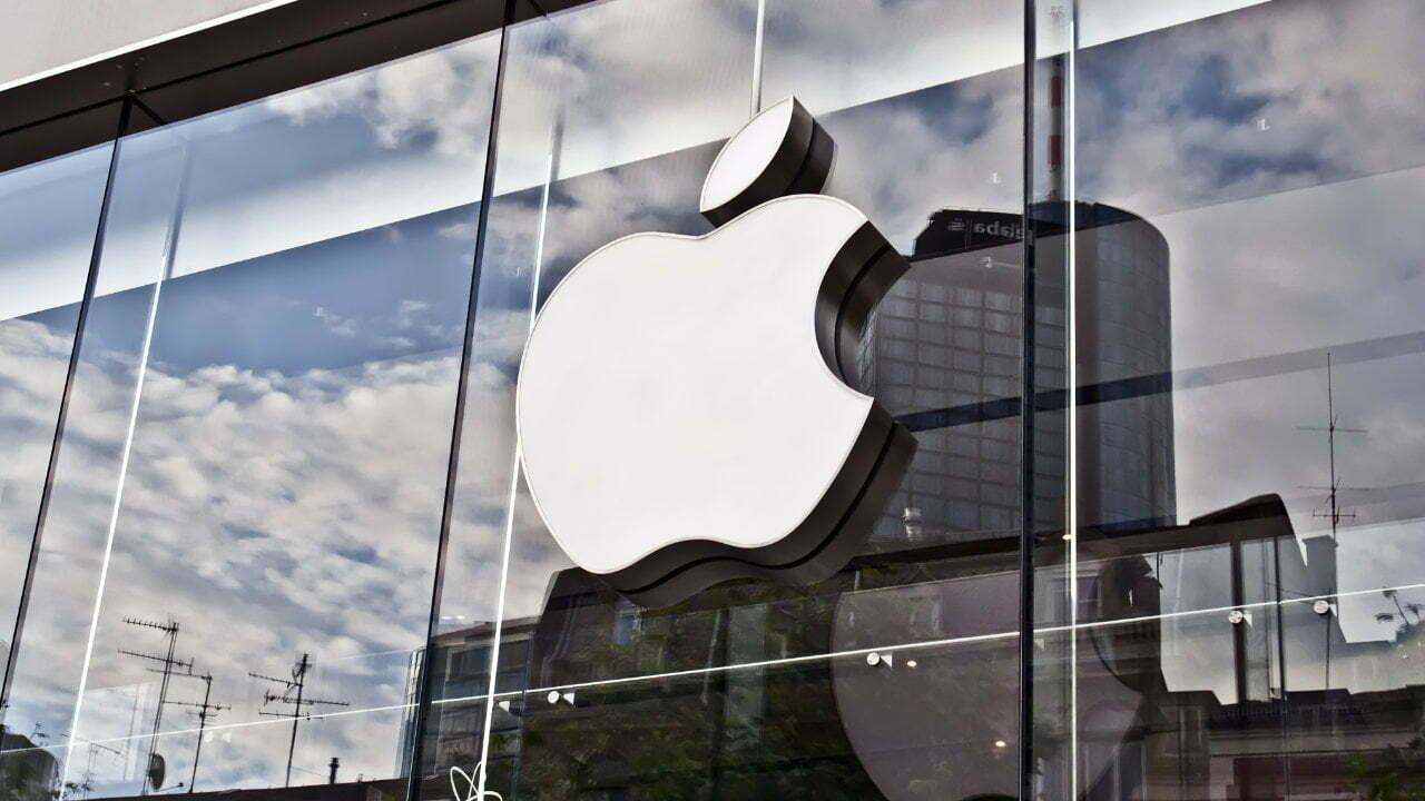 Crypto Investor съди Apple заради злонамерено приложение, откраднало криптовалути