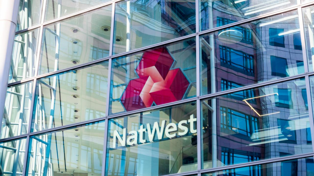 După Barclays și Santander, Marea Britanie Natwest blochează plățile către Binance