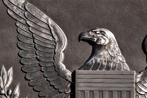 Een waarschuwing van de SEC-voorzitter, Bitcoin Miners Go Public, Euro Tether + meer nieuws 101