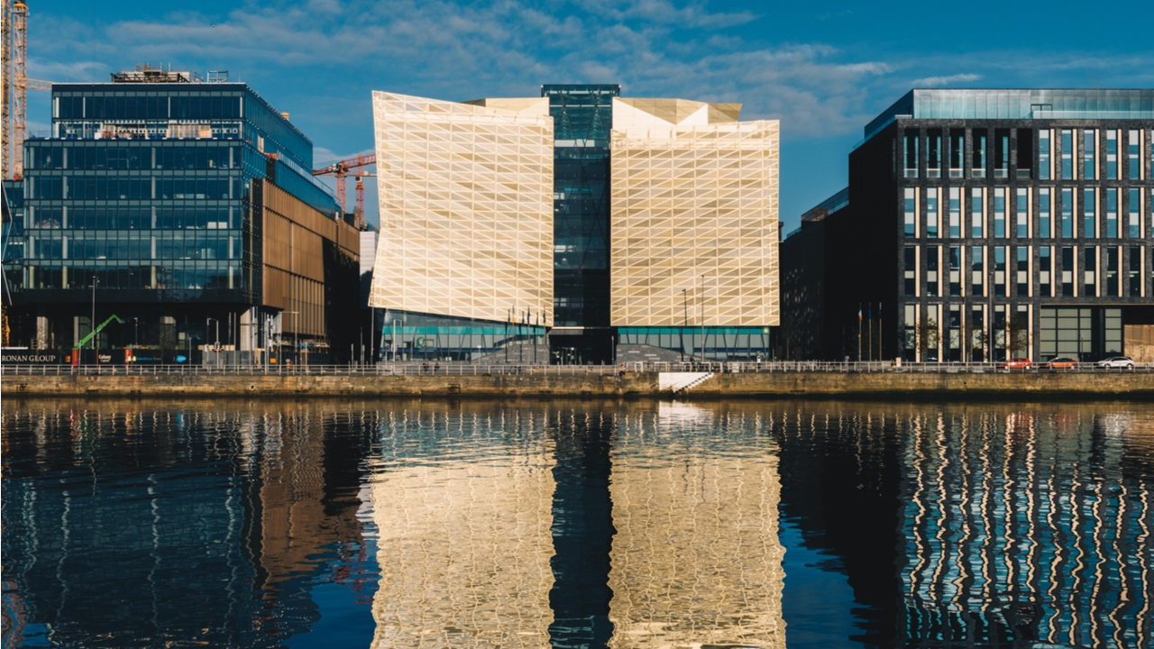 El gobernador del Banco Central de Irlanda habla sobre criptomonedas y elogia la tecnología 'segura y descentralizada'